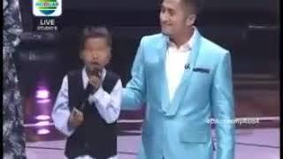Ribuan orang menangis mendengar bocah ini menyanyi (siapkan tisu)
