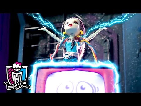 Frankie Stein Hosts Movie Night | Fangtastic Fall Series | Monster High