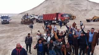 عمال قناة السويس الجديدة يهتفون تحيا مصروعاش الجيش المصرى