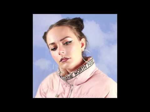 Hannah Diamond - Pink And Blue