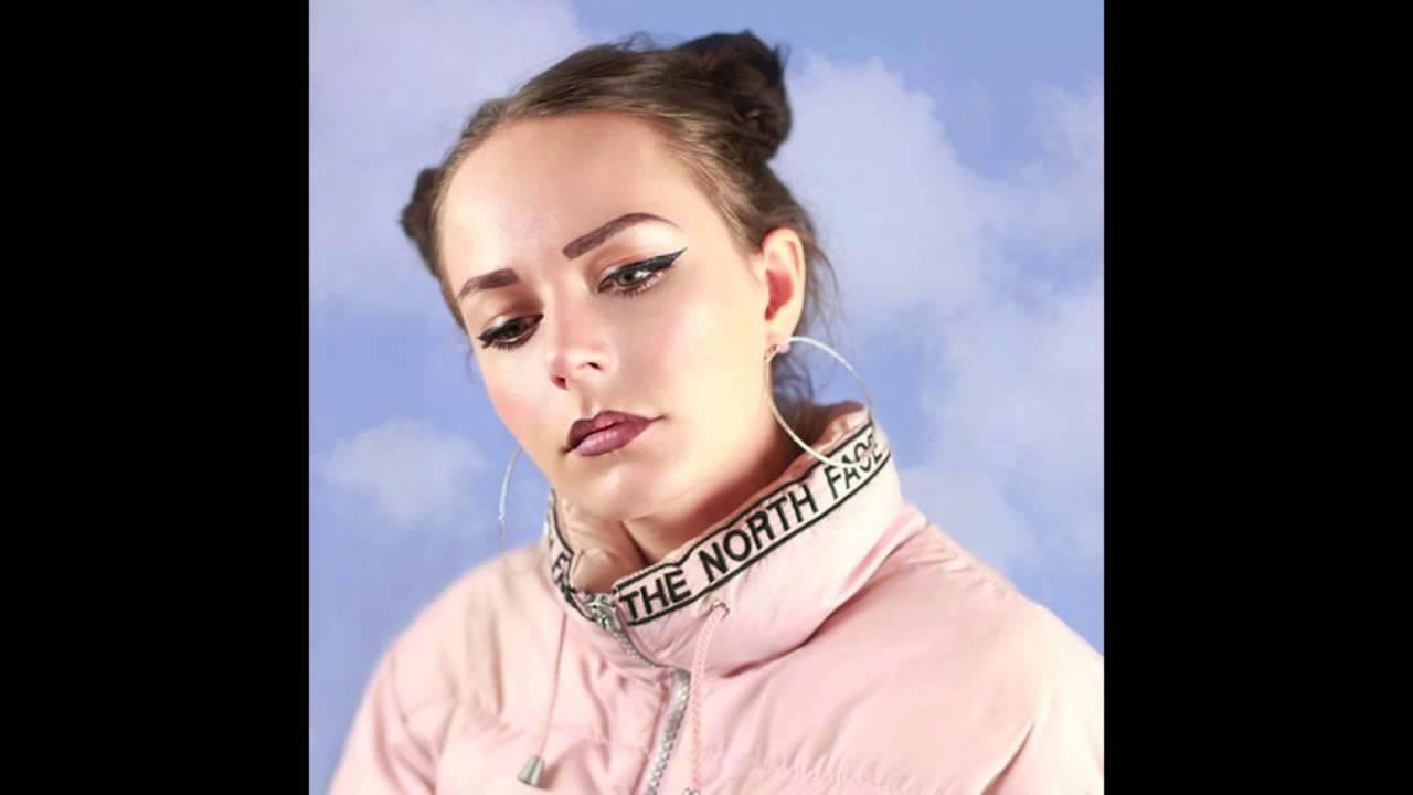 hannah-diamond-pink-and-blue-robotsluvme