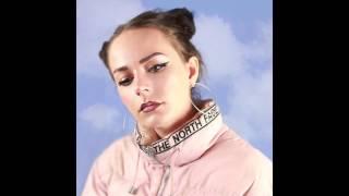 Hannah Diamond - Pink And Blue