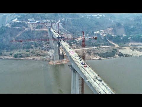 China-Laos railway bridge completes closure over Mekong River