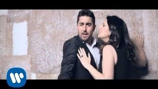 Laura Pausini - Donde quedo solo yo with Alex Ubago (Official Video)