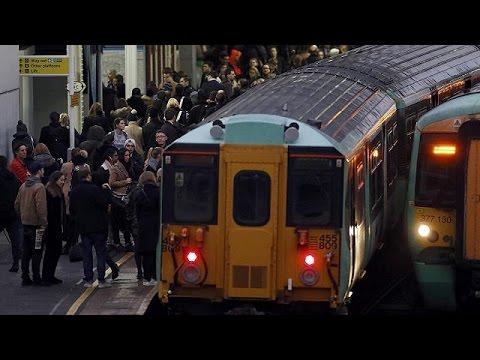 Londres : grève dans le métro, pagaille en surface - YouTube