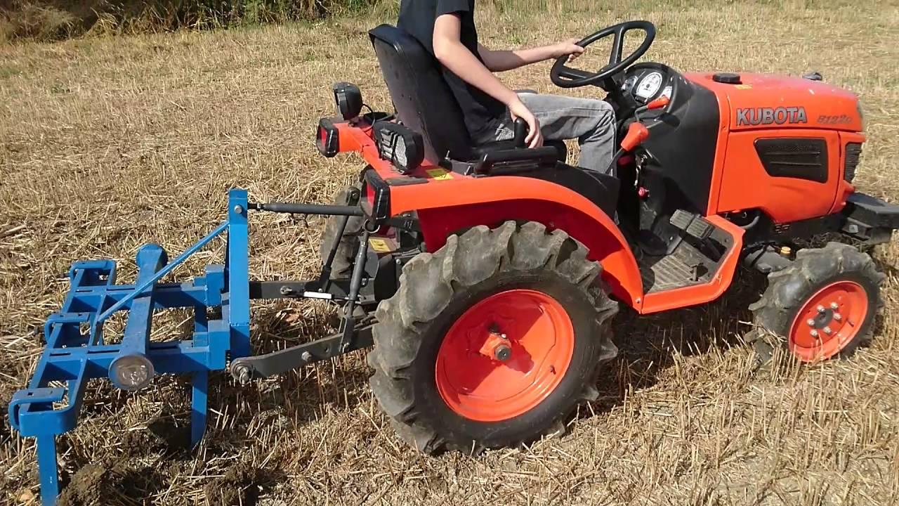 micro tracteur kubota b1220 vidéo déchaumage - youtube