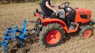Micro tracteur Kubota B1220 vidéo déchaumage