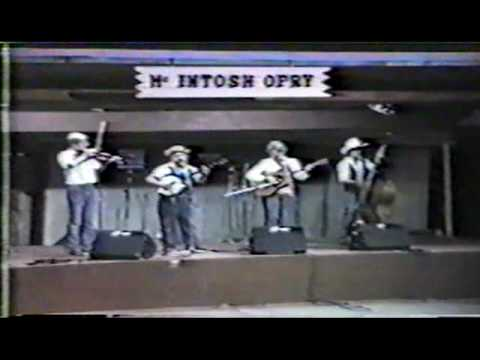Bluegrass Music - Dueling Banjos - Randall Franks with Elaine and Shorty .mpg