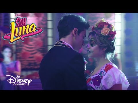 Matteo le canta a Luna Quiero Verte Sonreír | Momento Musical | Soy Luna 3