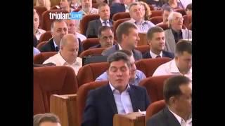 Сотрудники военкомата вручают повестки депутатам Харьковского горсовета(, 2015-06-24T11:25:19.000Z)