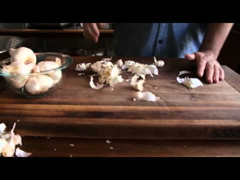 How to Peel a Head of Garlic in Less Than 10 Seconds