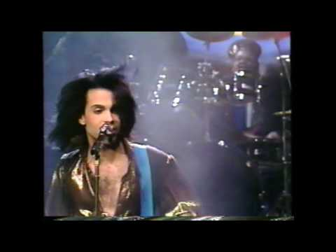 Prince playing Electric Chair on SNL's 15th Anniversary 1989