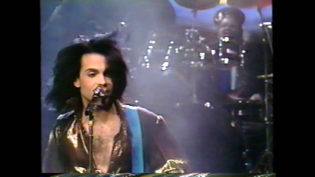 Prince playing Electric Chair on SNL's 15th Anniversary ...