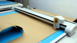 Планшетный режущий плоттер с системой протяжки материала в процессе резки флюгерным крафт бумаги(, 2015-09-20T10:38:48.000Z)