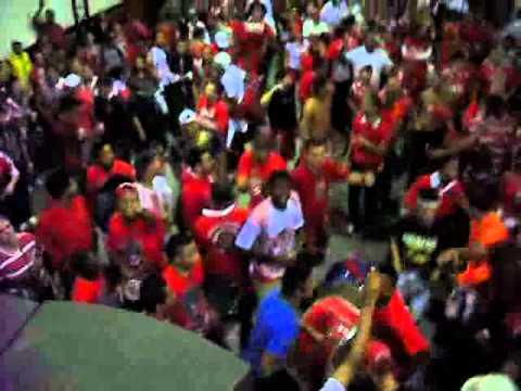 festa-na-quadra-no-dia-que-foi-campeã-do-carnaval-2011._converted.mp4