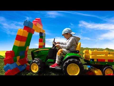 Лёва с Папой Весело играют Большим Трактором, машинками и цветными блоками