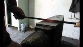 ковка лозы 1.avi(Изготовление и ковка лозы., 2011-09-19T01:53:43.000Z)