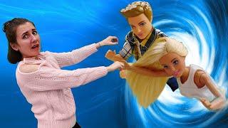 Куклы Леди Баг и Супер Кот попадают в Портал Шредера! Барби находит Кена! Я не хочу в школу 21