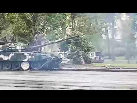 Tanks power: T-72 hits lamppost in Minsk Belarus