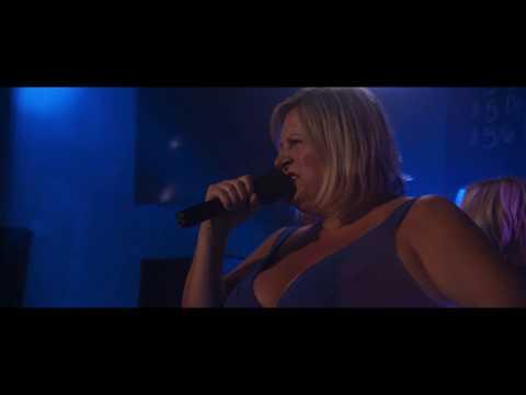 Watch 'Fun Mom' Katie Aselton win karaoke night at Adam Levine's bar