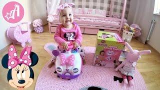 Розпакування машинки Minnie Mouse - перша машинка Адріани
