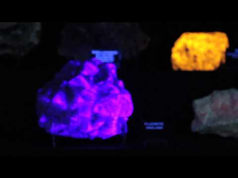 Geode cracking & fluorescent rocks at the Mineral & Lapidary Museum