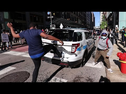 Protesters DESTROY Police Cars And VANDALIZE The Streets Of Chicago - 5/30/2020