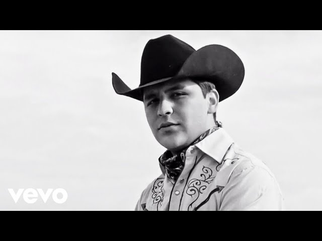 Christian Nodal - De Los Besos Que Te Di (Video Oficial)