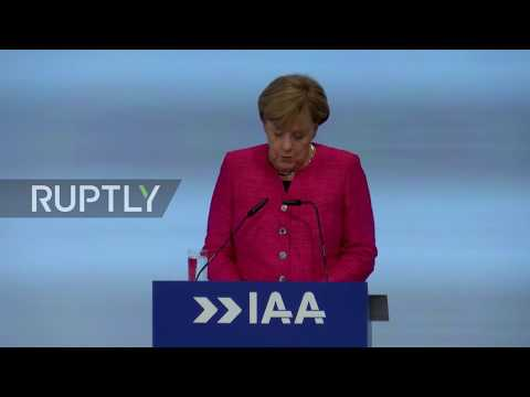 Germany: Merkel calls on car makers to restore 'trust and credibility' after emission scandal