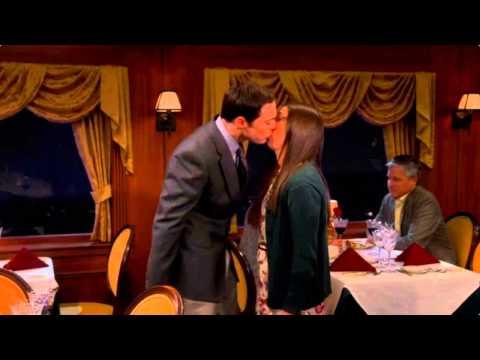 the-big-bang-theory---sheldon-&-amy-kiss