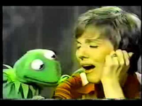 Kermit and Julie Andrews sings Being Green