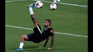 Neymar and Gabriel Jesus show off amazing football skills