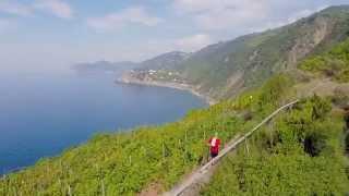 Trail Golfo dei Poeti Cinque Terre 2014 - Passaggio da Manarola visto dal drone