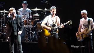 http://www.u2gigs.com - U2 & Noel Gallagher perform Don't Look Back...