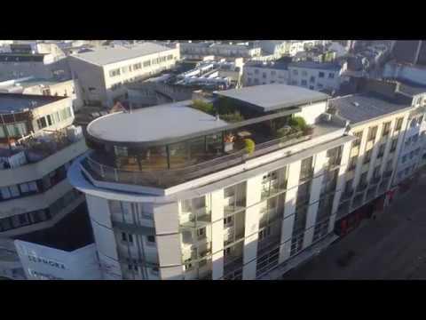 brest appartement penthouse en hyper centre avec piscine terrasse vue mer youtube. Black Bedroom Furniture Sets. Home Design Ideas