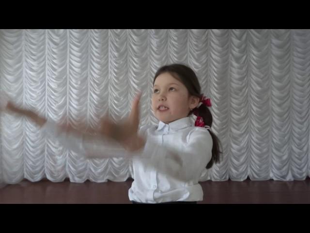 Изображение предпросмотра прочтения – ЛинаРайнатова читает произведение «Весенняя гроза (Люблю грозу вначале мая…)» Ф.И.Тютчева