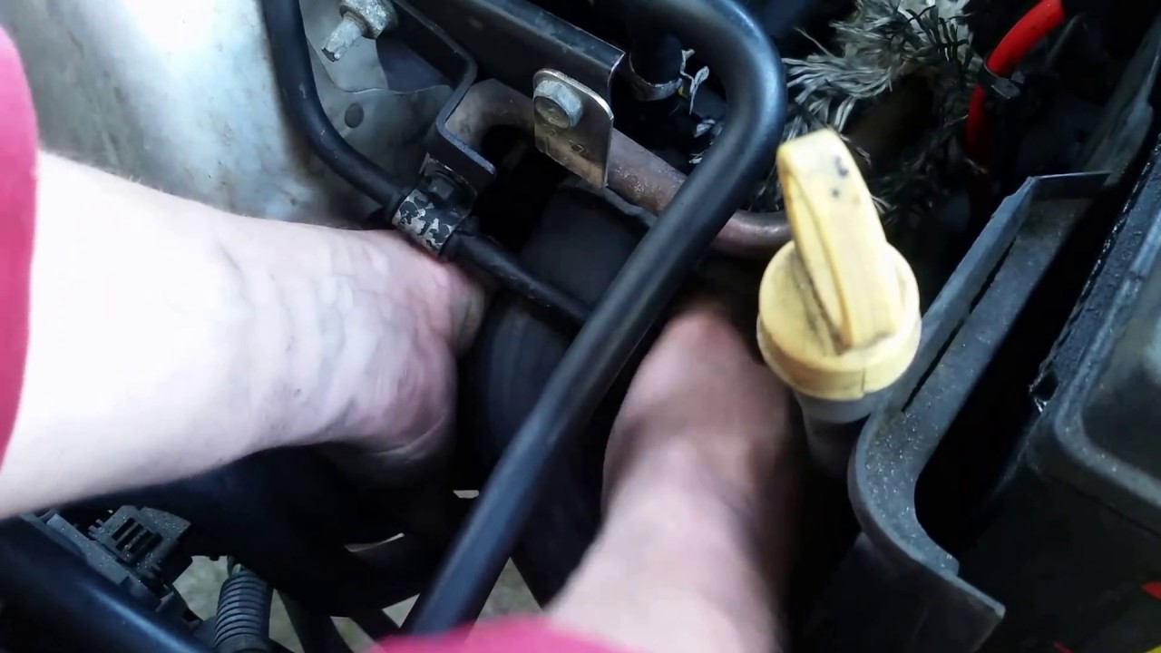 small resolution of ford focus pcv valve replace location smoking burning oil 10 second repair youtube