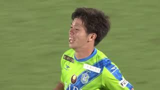 FKのチャンスでサインプレーから緩やかなボールがゴール前に供給される...