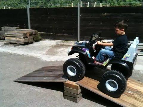 crooza kinderauto 4x4 allrad jeep auf der rampe 4x4 o doovi. Black Bedroom Furniture Sets. Home Design Ideas