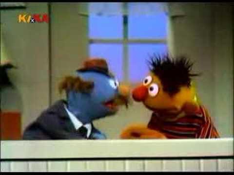 Classic Sesame Street - Simon Soundman needs Ernie's help