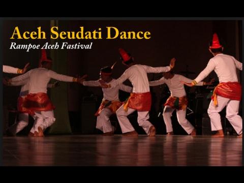 Aceh Seudati Dance in Rampoe Aceh Festival