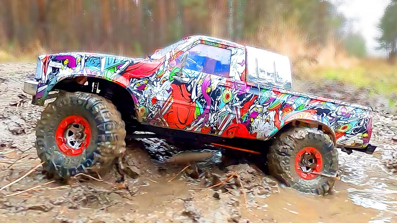 Toyota HiLux 4x4 vs Toyota Land Cruiser 4x4 - Cars Mudding, Racing, Action, Crash