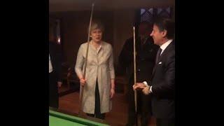 Quand Giuseppe Conte offre une leçon de billard à Theresa May