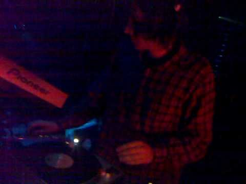 DJ HENDRIX Stupenda Serata al FREAKY BAR by Black.Box 28Jan2011.mp4