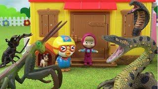 마샤와 곰 오두막에 뱀들의 습격! 곤충 친구들의 반격! ❤ 뽀로로 장난감 애니 ❤ Pororo Toy Video | 토이컴 Toycom