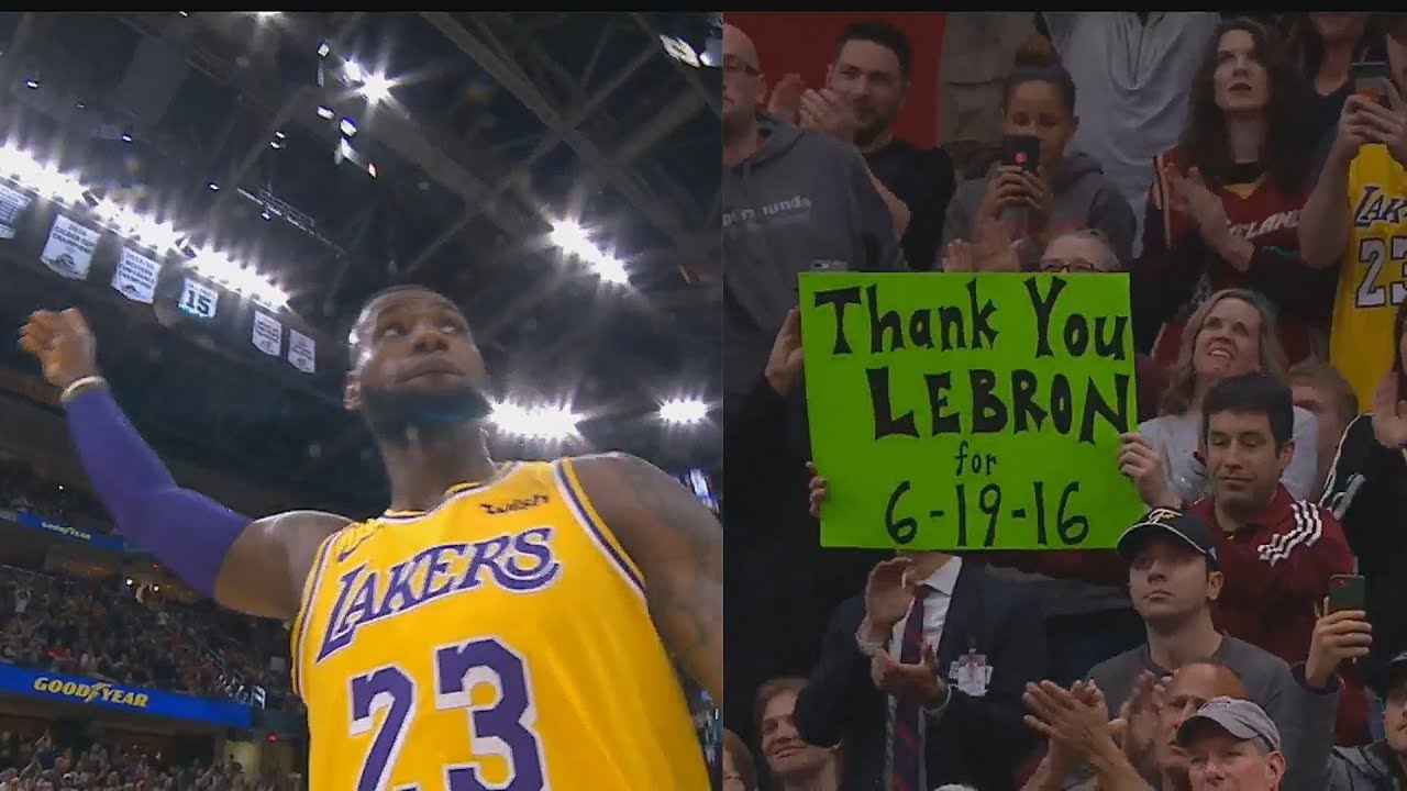 29ea9e1bd0ac LeBron James Gets Standing Ovation From Cavaliers Crowd In Return To  Cleveland! Lakers vs Cavaliers