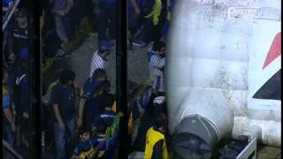 Boca Juniors fans attack RIVERPLATE players with pepper spray. (In english)