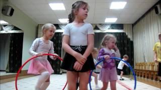 обруч и лента. Открытое занятие в детском саду. Дети 4-6 лет