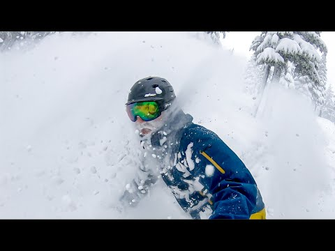 West Coast STORM Delivers POWDER Skiing And Snowboarding || Mount Washington, BC