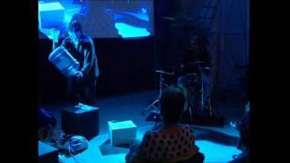Maurizio Marsico suona il cartone riciclato Comieco 2° parte